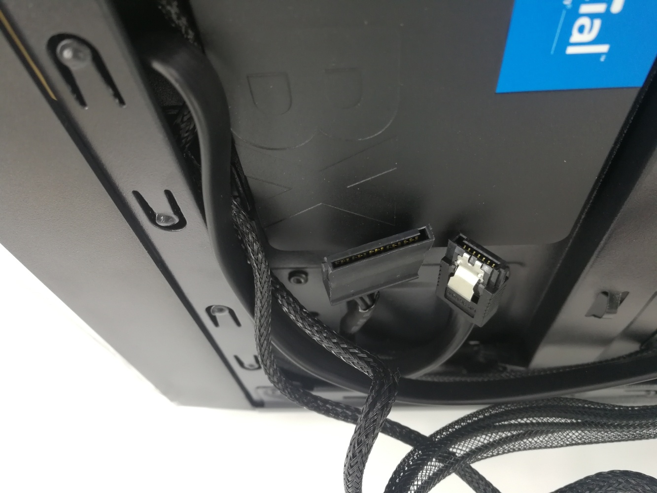 fa3f11277 You ll find the larger connection of the two is daisy changed into the same  cable that connects to the original SSD in the system