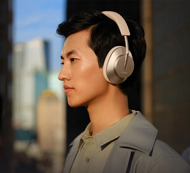 Man using Huawei FreeBuds Studio while travelling