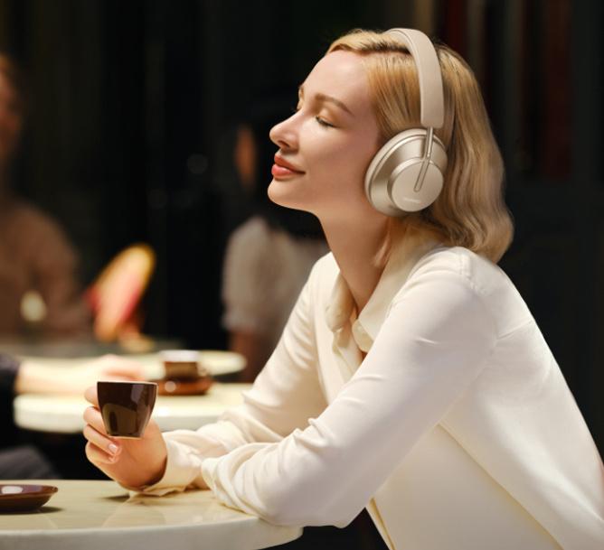 Women using Huawei FreeBuds Studio in a cafe