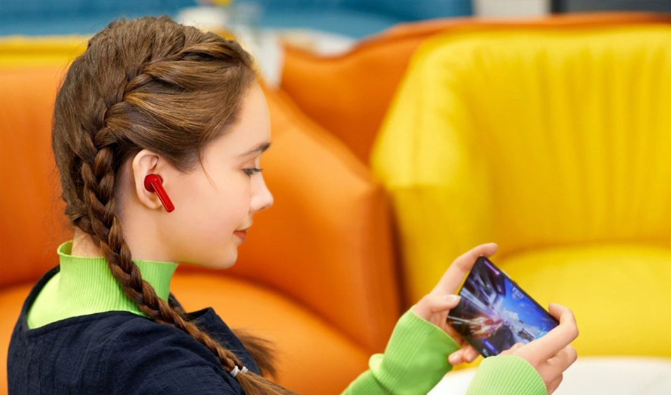 Active Noise Cancellation (ANC) for an immersive experience.