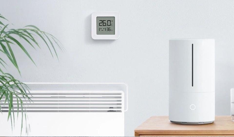 Xiaomi Mi Home Temperature & Humidity Monitor.