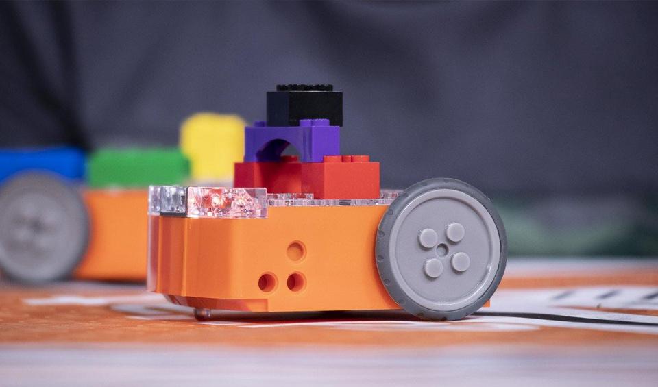Edison works with LEGO bricks.