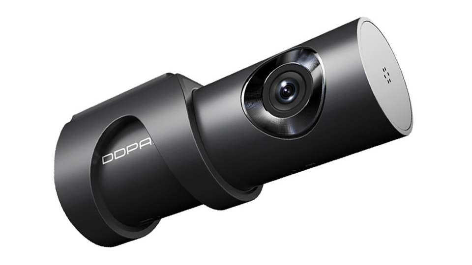 The rotatable lens and invisible wiring make this dash cam a great, stylistic choice.
