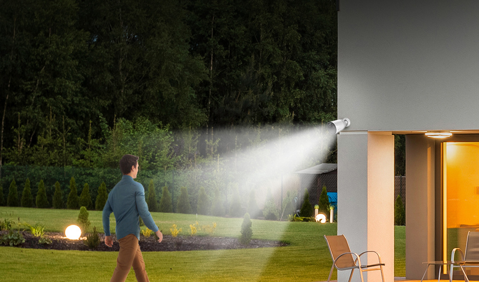 A vigilant guard over your property. Users can set sirens or flashlights to go off when motion is detected.