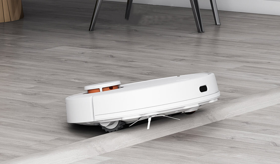 Capable of crossing any obstacles up to 2cm in height.
